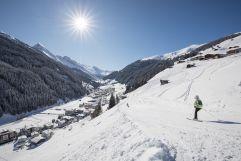 Abfahrt bei herrlichem Winterwetter (c) Hannes Sautner Shoot&Style (TVB Tux-Finkenberg)
