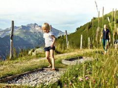 Abwechslungsreicher Barfußweg (c) MAYA Inspiranto (Tourismusverband Rauris)