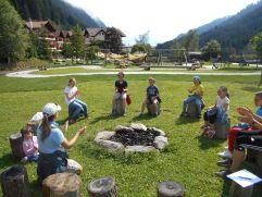 Alpiclub bei Feuerstelle (Alphotel Tyrol)