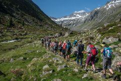 Alpine PeaceCrossing in der Gruppe im Sommer (c) Moritz Nachtschafft (Tourismusverband Krimml)