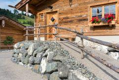 Ansicht Zugangsbereich Chalets (Alpzitt Chalets)
