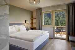 Aufwachen mit Bergblick (c) Mike Huber (Das Adler Inn - Tyrol Mountain Resort)