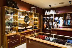 Aureus Shop im Empfangs- und Rezeptionsbereich des Aureus SPA (c) Dominik Zimmermann (Hotel Zürserhof)