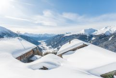 Ausblick auf das verschneite Gsieser Tal von hauseigener Alm (c) wisthaler.com (Hotel Quelle Nature Spa Resort)