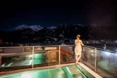 Ausblick vom Outdoorpool des Berg Resorts Hauser Kaibling im Winter (Alps Residence)