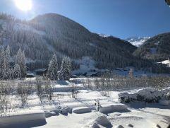 Ausblick vom Zimmer auf die verschneite Berglandschaft (c) Belinda Leitner (Alpengasthof Zollwirt)