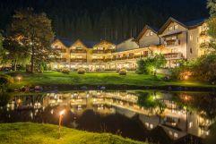 Außenansicht auf das Hotel am Abend  (Alphotel Tyrol)