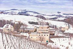 Außenansicht auf den Kreuzwirt im Gut Pösnitzberg im Winter (c) go-art Georg Ott (winzerhotels)
