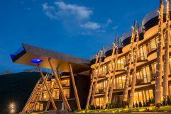 Außenansicht bei Dämmerung (Alpin Panorama Hotel Hubertus)