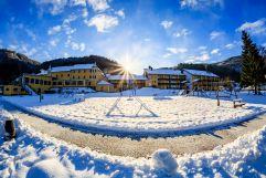 Außenansicht des Hotels im Winter (Hotel Donauschlinge)