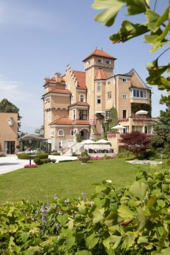 Aussenansicht des Hotels (Schloss Mönchstein)