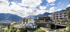 Aussenansicht im Hotel Schenna Resort