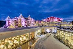Außenansicht des Hotel Peternhof im Winter (c) Hannes Niederkofler
