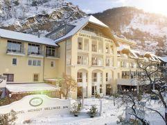 Aussenansicht vom Hotel Pfeffel im Winter (winzerhotels)