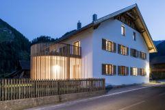 Außenansicht Zollhaus bei Dämmerung im Sommer (Alpengasthof Zollwirt)