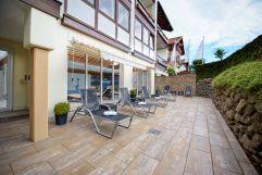Aussenterrasse des Schwimmbads (Concordia Wellnesshotel & Spa)