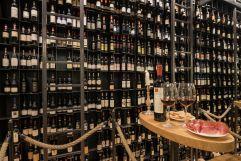 Auswahl verschiedenster Weine im hauseigenen Weinkeller (Alpin Panorama Hotel Hubertus)
