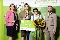 Auszeichnung mit dem Zukunftspanther (v.l.n.r. Frau Landesrätin Eibinger Miedl, Familie Muster und Geschäftsführer Energie Steiermark Vertrieb Landschützer) (Ratscher Landhaus)