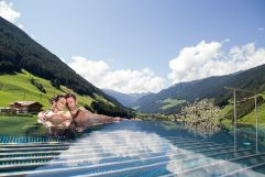Auszeit im Skypool (Wellnessresort AMONTI & LUNARIS)