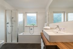 Bad von der Junior Suite Alpes (c) Hannes Niederkofler Photography (Wanderhotel Vinschgerhof)