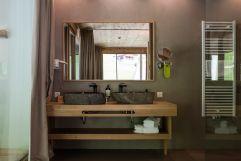Badezimmer der Panoramasuite (Naturhotel Rainer)