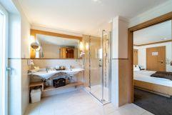 Badezimmer der Rustikal De Luxe Suite (c) Daniel Demichiel (Hotel Sun Valley)