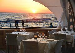 Beach Restaurant bei Sonnenuntergang (Paradù Tuscany EcoResort)