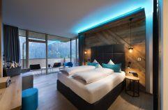 Bergchic Doppelzimmer mit großräumigen Balkon (c) Aileen Melucci (Wellnesshotel Walserhof - Kleinwalsertal Hotels)