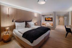 Bergfeuer de Luxe Suite mit gemütlichem Kaminfeuer (Wellnessresort Amonti & Lunaris)