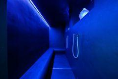 Bergkristall Dampfbad in blauem Licht (c) David Innerhofer (Wanderhotel Gassner)