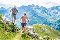 Berglauf auf dem Lechtaler Höhenweg zum Zwölferkopf (c) TVB St. Anton am Arlberg Patrick Bätz (VALLUGA Hotel)