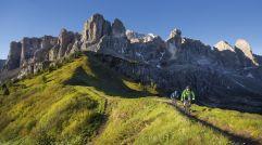 Biken vor imposanter Bergkulisse (c) IDM Südtirol (Hotel Sun Valley)