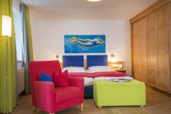 Bild auf das Doppelbett (IMPULS HOTEL TIROL)