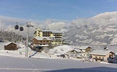 Blick auf das winterliche Hotel Waldfriede (Hotel Waldfriede)