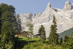 Blick auf die Berge und das Berghaus Gauertal (c) Patrick Säly (Hotel Montafoner Hof)