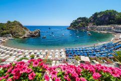 Blick auf hoteleigenen Strandabschnitt (c) Alfio Garozzo (VOI Mazzarò Sea Palace Sizilien)