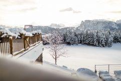 Blick in die verschneite Landschaft (Hotel Tann)