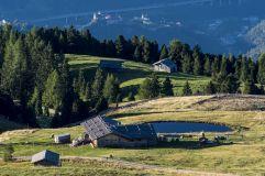 Blick von Alm auf Kloster Säben in Klausen (Tourismusverein Klausen)