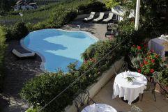 Blick von Balkon des Golserhof auf Pool