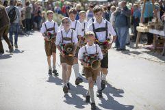 Burschen in Lederhose mit Kuhglocken beim Bauernherbstfest Krimml (Tourismusverband Krimml)