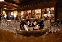 Champagnerflaschen groß (c) Dominik Zmmermann (Hotel Zürserhof)