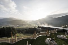Dachterrasse mit Sky Pool im Sommer (c) Alex Filz (Alpin Panorama Hotel Hubertus)