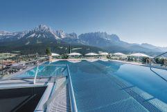 Das Infinity Sky Pool Highlight (c) Markus Auer (Hotel Kaiserblick)