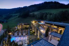 Das Wellnessresort Amonti & Lunaris bei Nacht (Wellnessresort Amonti & Lunaris)