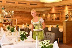 Decken der Tische im Restaurant (c) Sascha Duffner (Hotel Jagdhof)