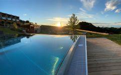 Den Sonnenuntergang am Pool genießen (Ratscher Landhaus)