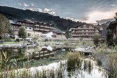 Designhotel im Salzburger Land mit Naturteich (c) Peter Kuehnl (PURADIES Hotel & Chalets)