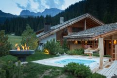 Die Wellnessoase Curasoa SPA mit Outdoor Whirpool (Tirler- Dolomites Living Hotel)