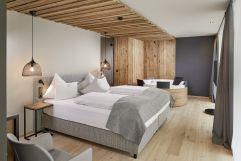 Doppelbett in der Alpina Suite (Wellnessresort Amonti & Lunaris)