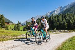 E-Bike Tour zu zweit mit Almlandschaft (Tourismusverband Krimml)